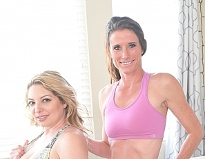 SofieMarieXXX/Kiki and Sofie Workout