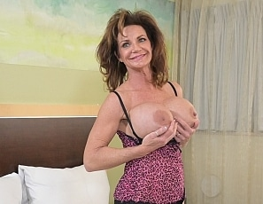 SofieMarieXXX/Lingerie and Volleyball F. Deauxma